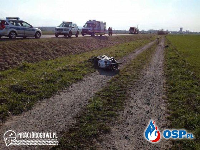 Motocykl rozpadł się po zderzeniu z samochodem. W akcji LPR! OSP Ochotnicza Straż Pożarna
