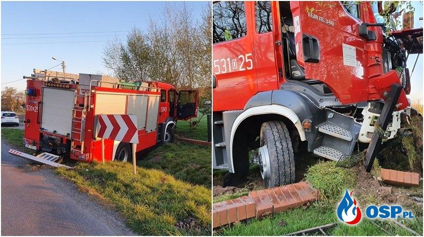 Wóz bojowy JRG z Polkowic wpadł do rowu. Strażacy jechali do wypadku. OSP Ochotnicza Straż Pożarna