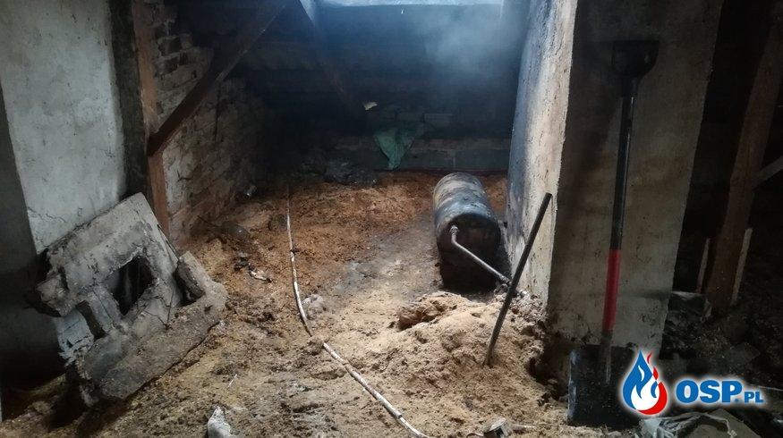 Pożar na poddaszu w budynku jednorodzinnym OSP Ochotnicza Straż Pożarna