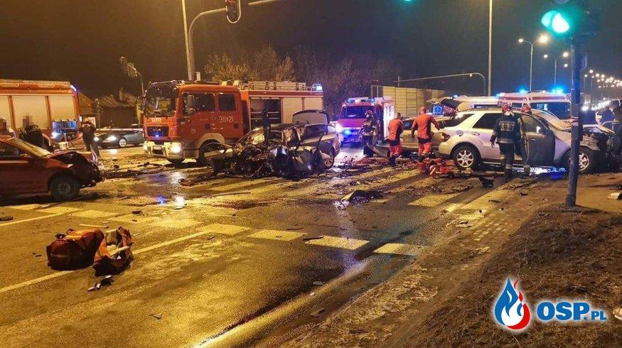 Karambol 7 samochodów w centrum Łodzi. 5 osób rannych. OSP Ochotnicza Straż Pożarna