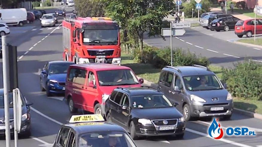 Co zrobić gdy nadjeżdża wóz strażacki na sygnale? Na pewno nie to... OSP Ochotnicza Straż Pożarna