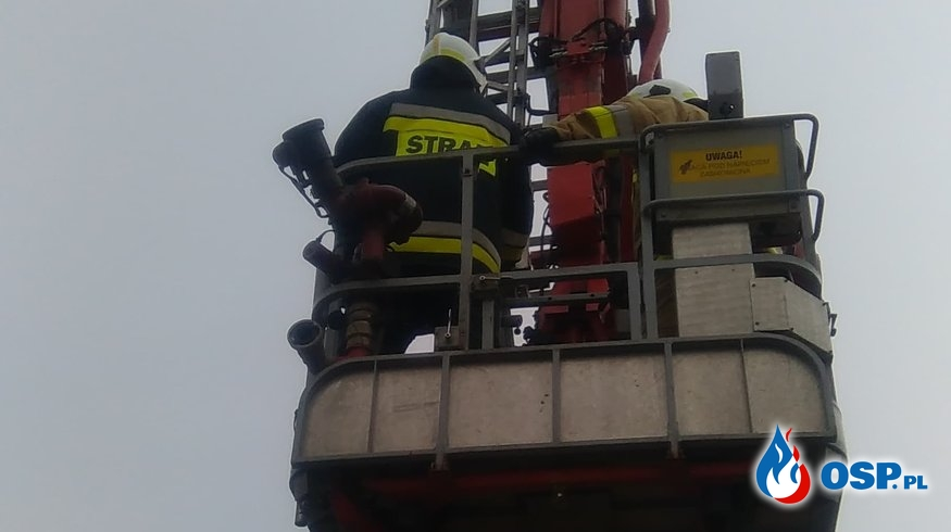 Niestabilny komin grożący zawaleniem. OSP Ochotnicza Straż Pożarna