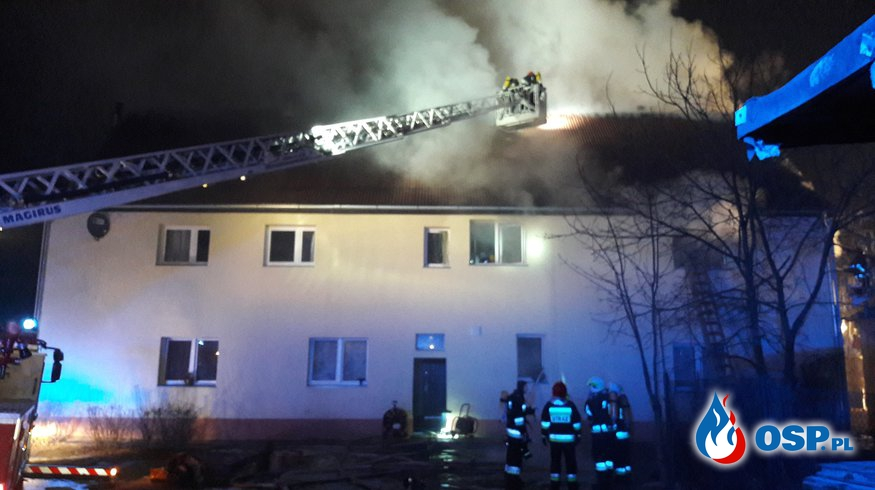 POŻAR BUDYNKU WIELORODZINNEGO OSP Ochotnicza Straż Pożarna