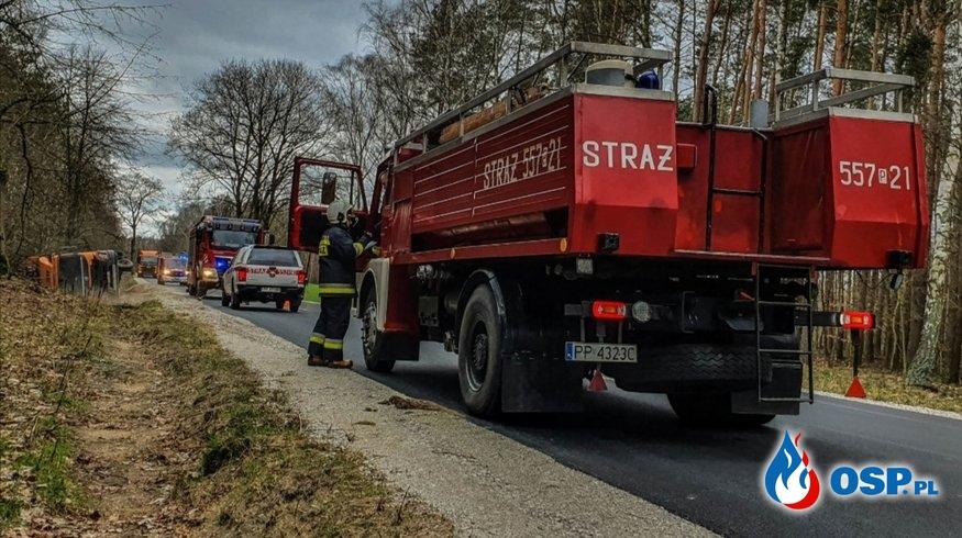 [5 MZ / 2020] Przewrócona ciężarówka na drodze Kaczory - Śmiłowo OSP Ochotnicza Straż Pożarna