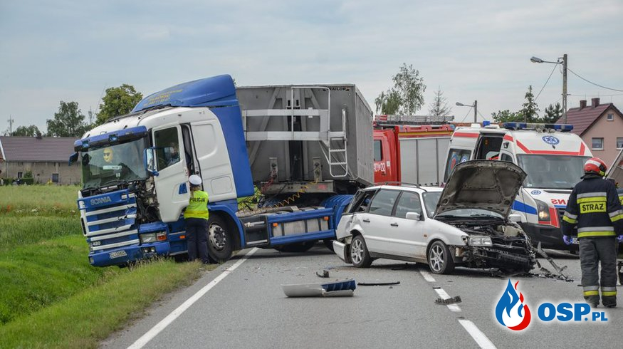 Wypadek z udziałem trzech samochodów na DK 94. OSP Ochotnicza Straż Pożarna
