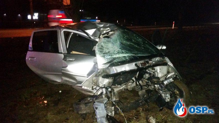 Wypadek w Izbicku. Z pojazdu wypadł silnik! OSP Ochotnicza Straż Pożarna