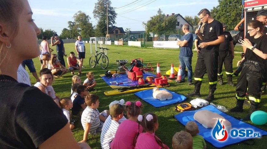 Pokaz strażacki na festynie - uczymy dzieci pierwszej pomocy OSP Ochotnicza Straż Pożarna