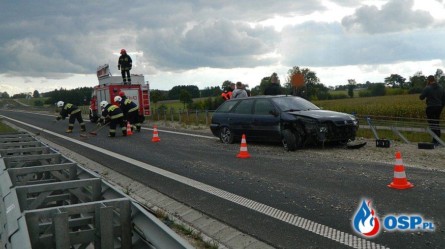 Citroen uderzył w bariery OSP Ochotnicza Straż Pożarna