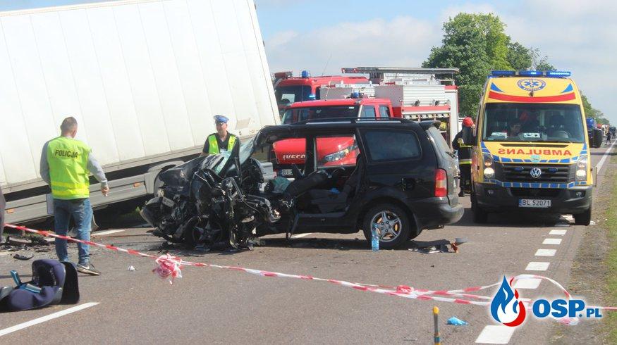 Czołowe zderzenie ciężarówki i samochodu osobowego na DK 61. OSP Ochotnicza Straż Pożarna
