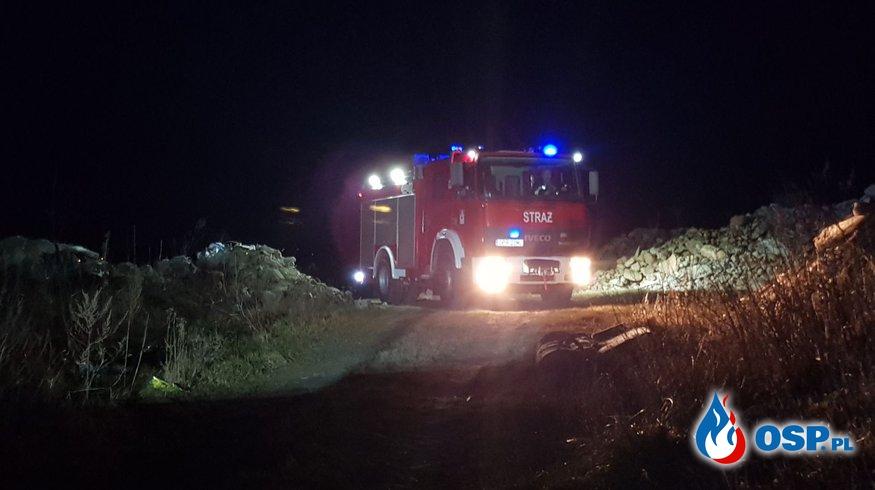Pożar dzikiego wysypiska śmieci w Grabinie OSP Ochotnicza Straż Pożarna