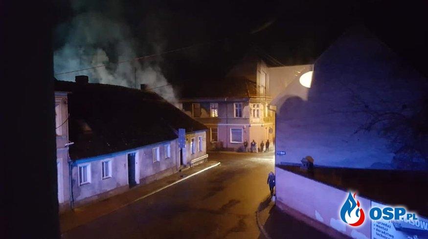 Tragiczny pożar poddasza w Koronowie. Nie żyje starszy mężczyzna. OSP Ochotnicza Straż Pożarna