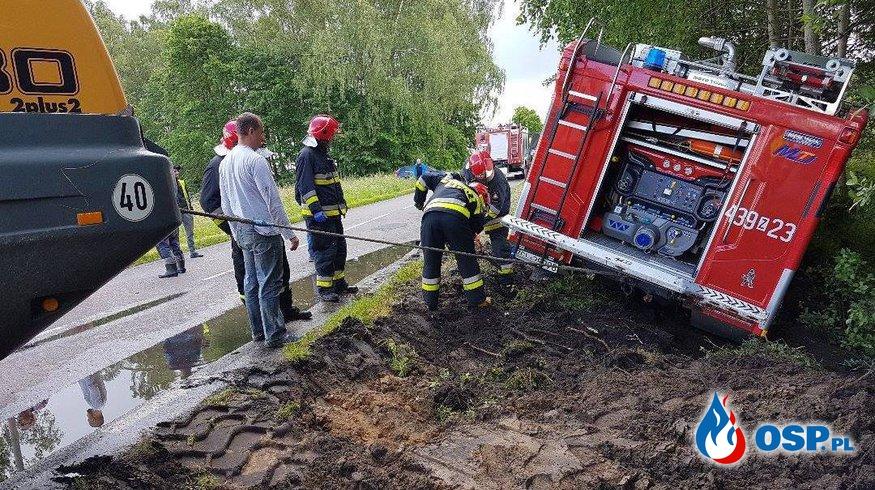 Wypadek wozu strażackiego OSP Mosty. Kierowca ciężarówki zajechał drogę! OSP Ochotnicza Straż Pożarna