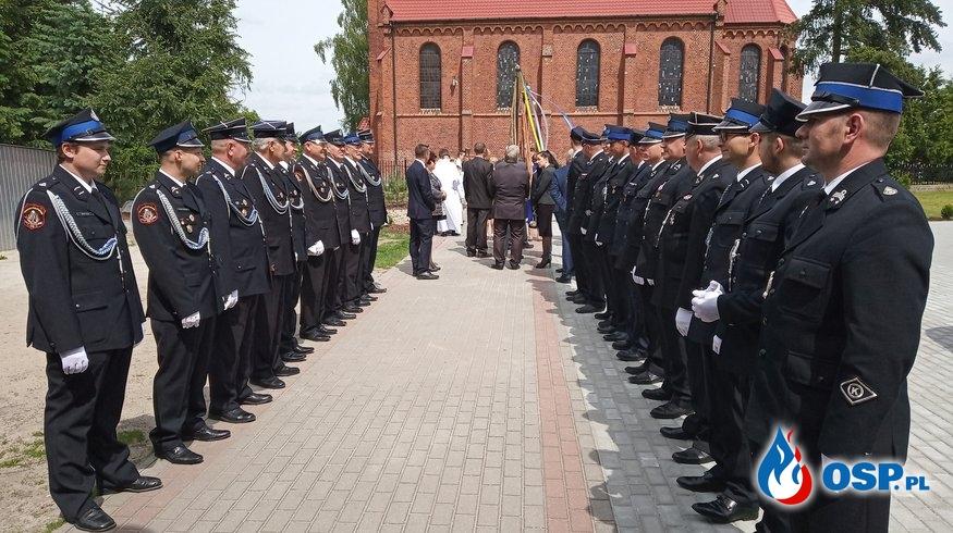 Asysta podczas wizytacji Prymasa Polski OSP Ochotnicza Straż Pożarna
