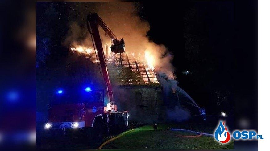 Pożar zabytkowego kościoła w Orłowie. W akcji 15 zastępów straży pożarnej. OSP Ochotnicza Straż Pożarna