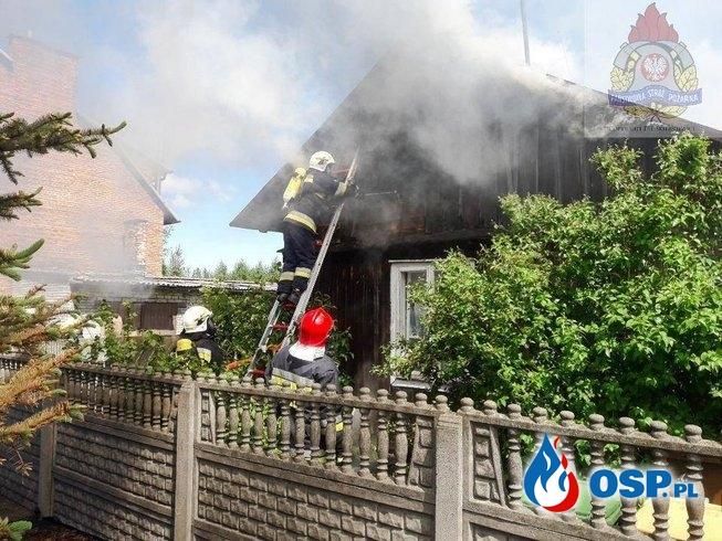 5 zastępów strażaków gasiło pożar drewnianego domu pod Skierniewicami OSP Ochotnicza Straż Pożarna