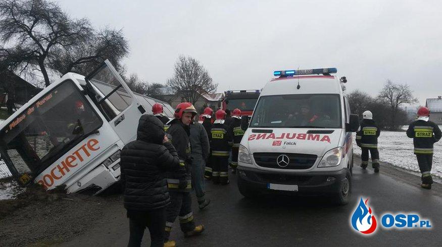Wypadek autokaru w Jodłowej Górnej. OSP Ochotnicza Straż Pożarna