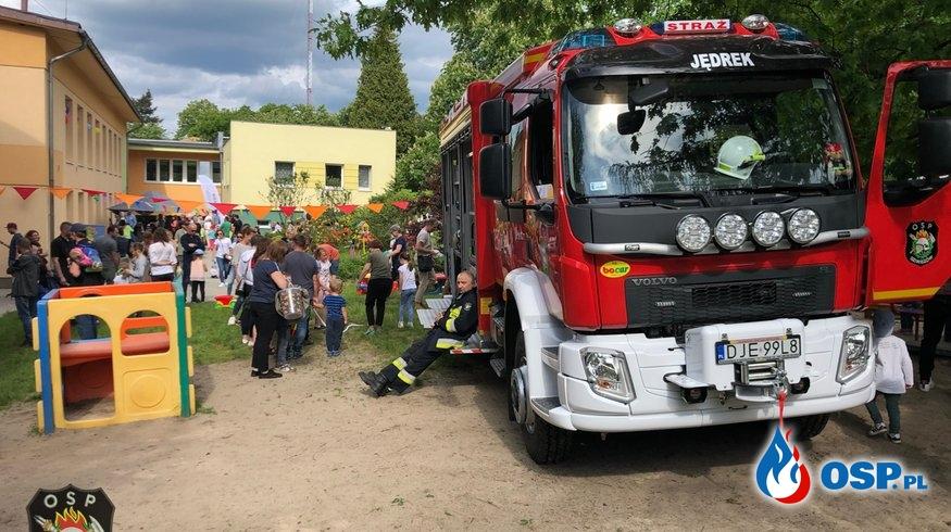 """Strażacy z wizytą u dzieci w Przedszkolu """"Okrąglaczek"""". OSP Ochotnicza Straż Pożarna"""