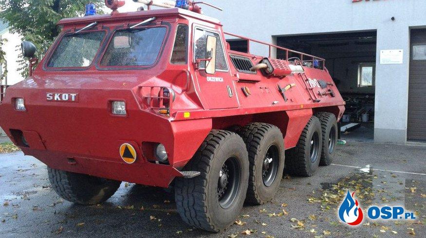 Wojskowy transporter opancerzony w służbie strażakom OSP Ochotnicza Straż Pożarna