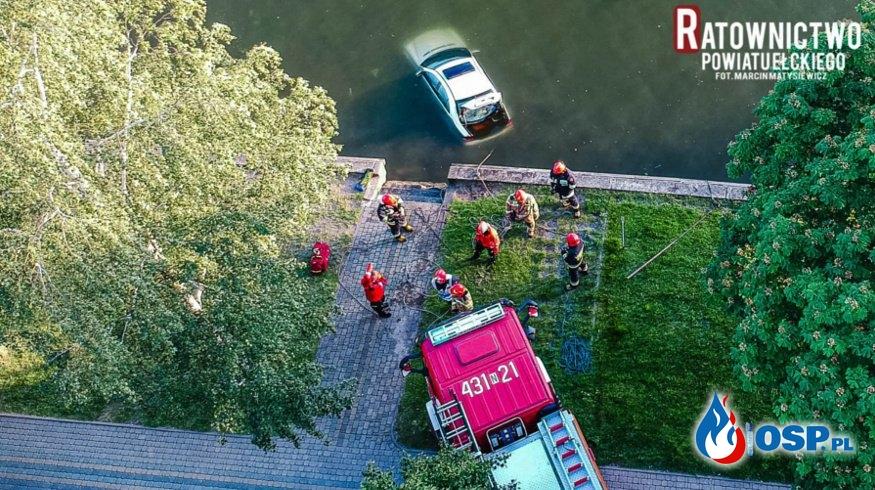 Samochód staranował kobietę z niemowlęciem i wpadł do jeziora. OSP Ochotnicza Straż Pożarna