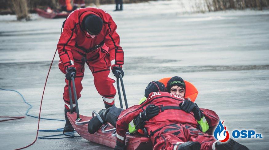 Ćwiczenia na lodzie OSP Ochotnicza Straż Pożarna