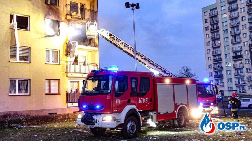 """Wybuch gazu w bloku mieszkalnym w Zabrzu. """"Lokator został wyrzucony przez okno"""". OSP Ochotnicza Straż Pożarna"""