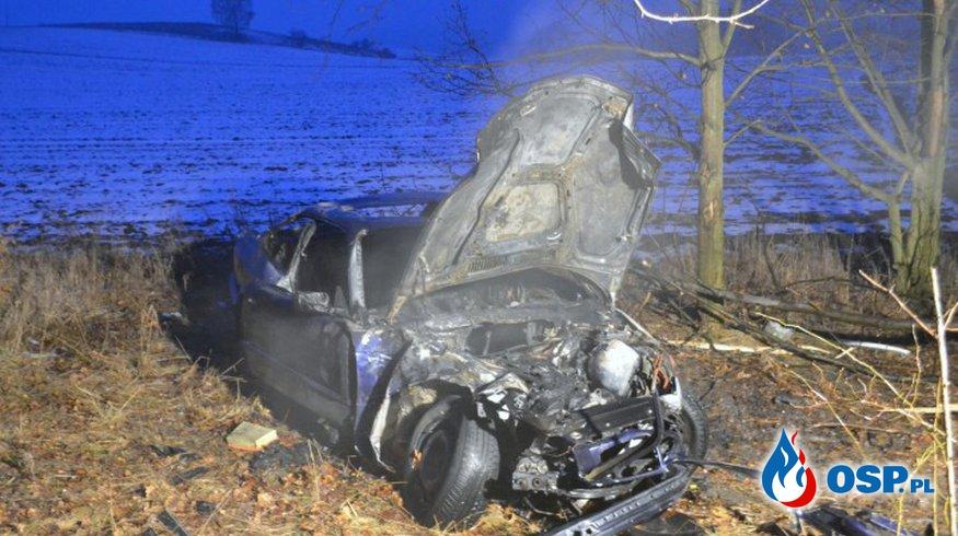 Świadek wypadku uratował kierowcę z płonącego BMW! OSP Ochotnicza Straż Pożarna