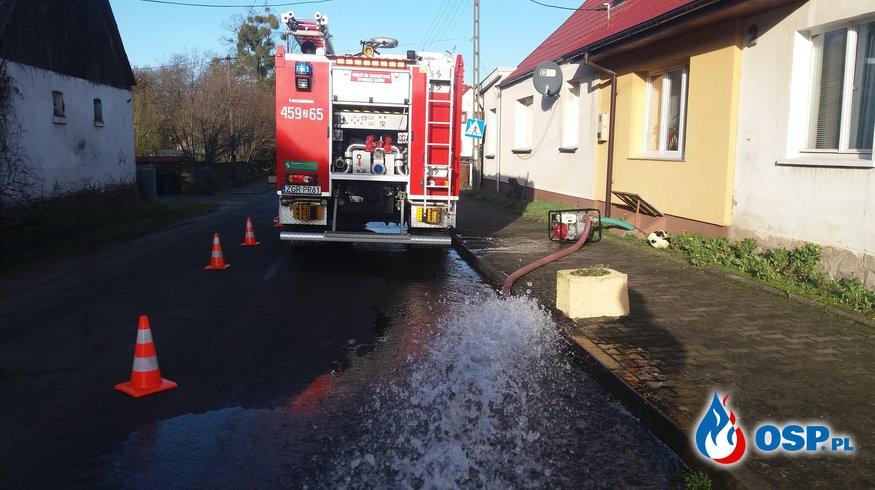 Woda gruntowa  zalała dwie piwnice OSP Ochotnicza Straż Pożarna