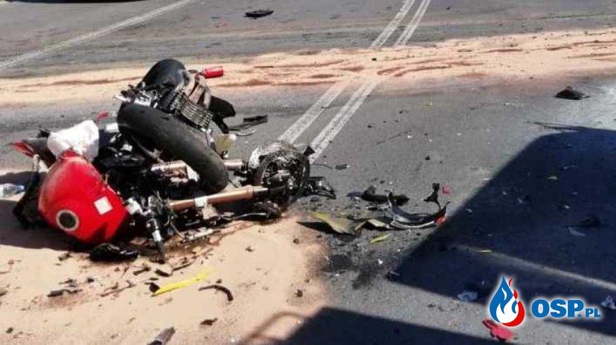 Czołowe zderzenie motocykli na łuku drogi. Obaj motocykliści zginęli. OSP Ochotnicza Straż Pożarna