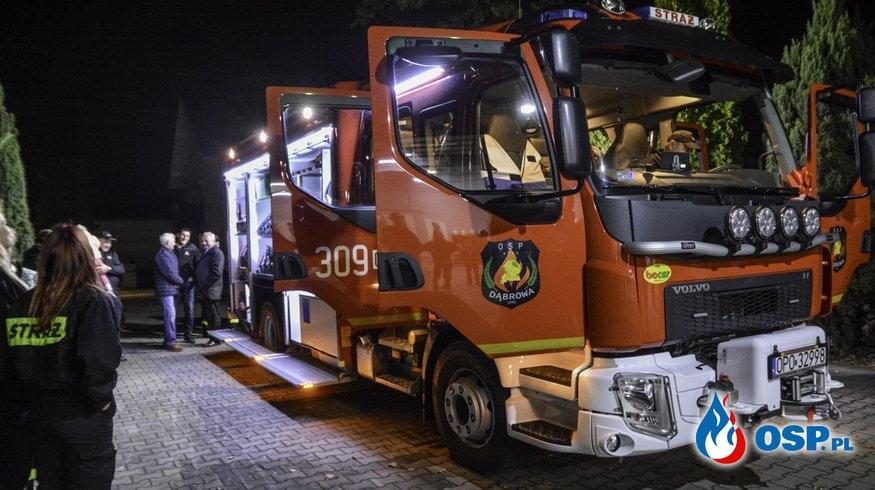 Nowoczesne Volvo zaparkowało w remizie OSP Dąbrowa OSP Ochotnicza Straż Pożarna