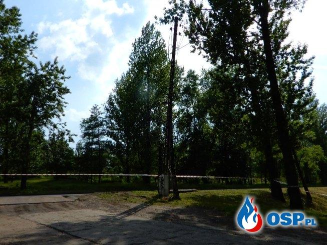 Katowice: Złamany słup energetyczny OSP Ochotnicza Straż Pożarna