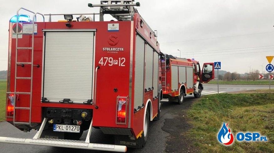 Plama oleju na rondzie w Daniszewie OSP Ochotnicza Straż Pożarna