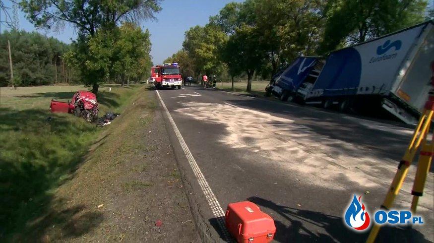 Ojciec z 9-letnim synem zginęli w zderzeniu z ciężarówką. OSP Ochotnicza Straż Pożarna