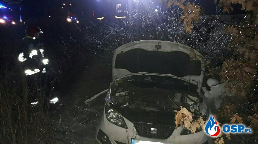 57-latka wjechała samochodem pod pociąg OSP Ochotnicza Straż Pożarna