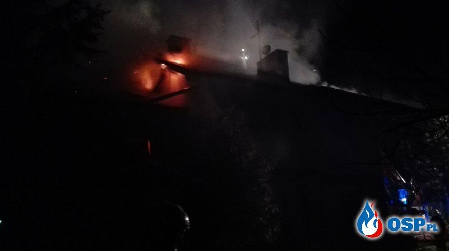 pożar dachu budynku OSP Ochotnicza Straż Pożarna