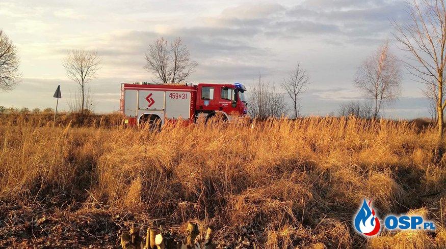 26/2019 Pożar trawy przy torowisku OSP Ochotnicza Straż Pożarna