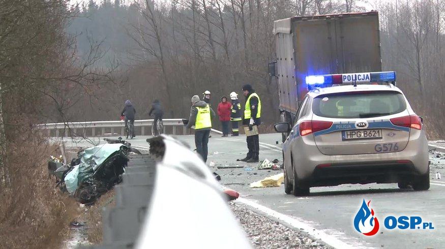 Czołowy wypadek w Małopolsce. Trzy osoby nie żyją. OSP Ochotnicza Straż Pożarna