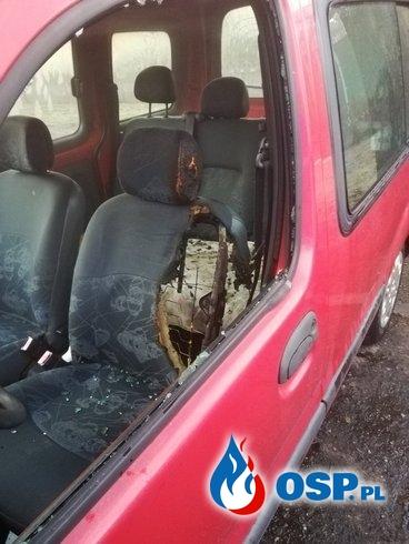 Pożar samochodu na szpitalnym parkingu OSP Ochotnicza Straż Pożarna