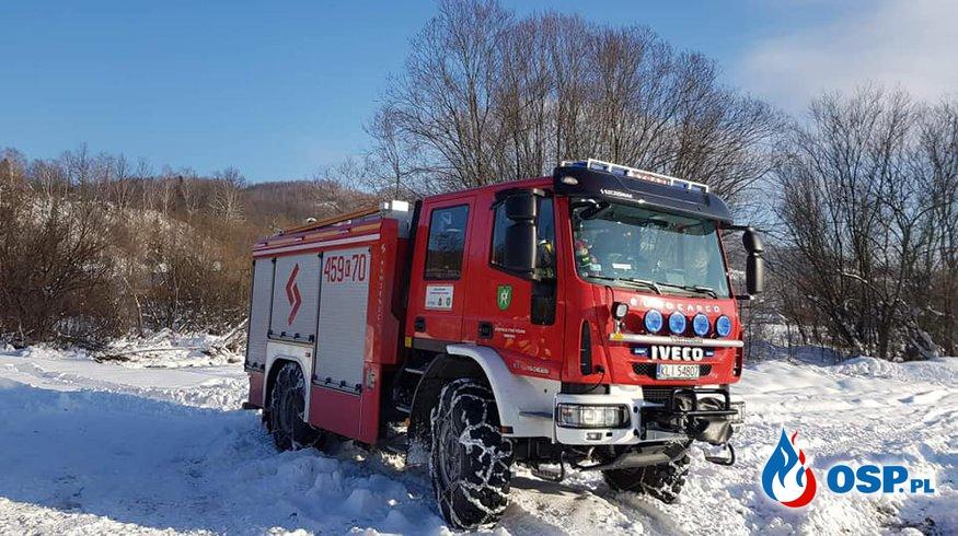 SAMOCHÓD OPARŁ SIĘ O BARIERKI OSP Ochotnicza Straż Pożarna