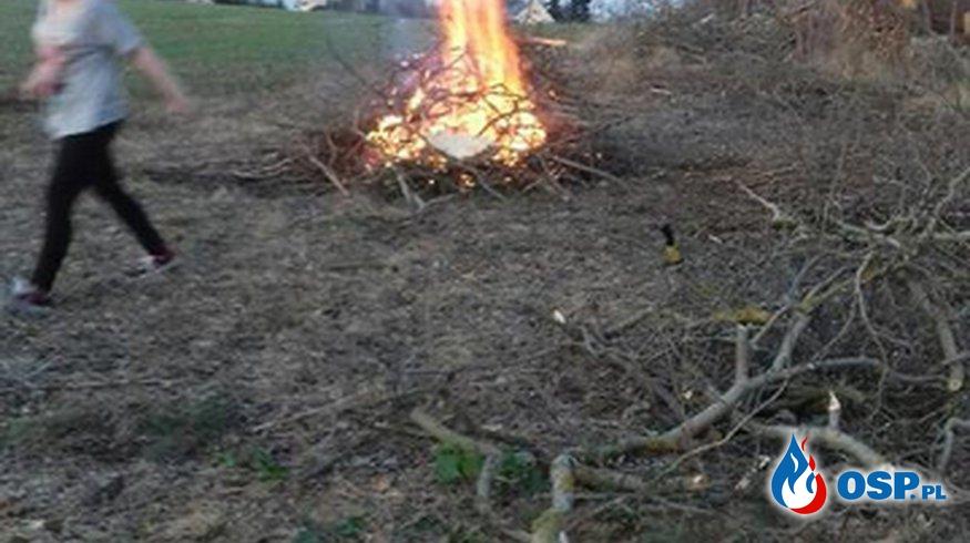 Akcja zwożenia drewna do kotłowni. OSP Ochotnicza Straż Pożarna