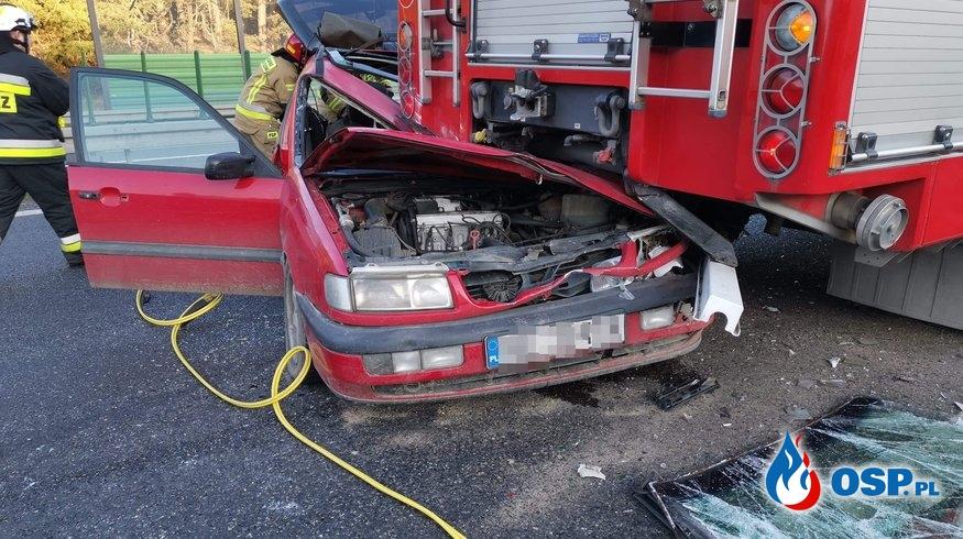 Auto wbiło się w wóz strażacki, zabezpieczający miejsce wypadku na S10 OSP Ochotnicza Straż Pożarna