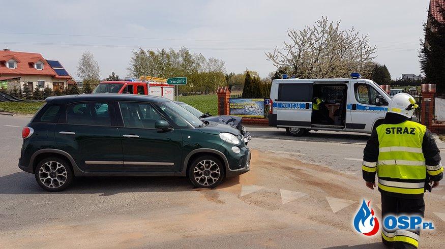 Kolizja dwóch aut osobowych w miejscowości Kalinówka OSP Ochotnicza Straż Pożarna