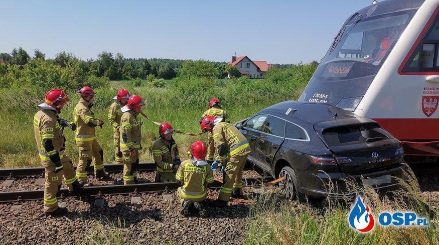 Tragiczny wypadek na przejeździe kolejowym w Wielkopolsce. Jedna osoba nie żyje. OSP Ochotnicza Straż Pożarna
