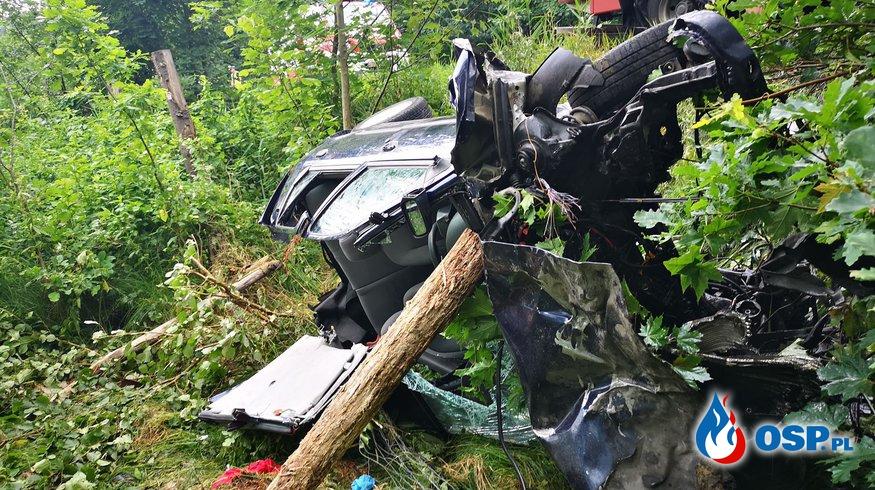 Zderzenie samochodu osobowego z tirem. Lądował śmigłowiec LPR. OSP Ochotnicza Straż Pożarna