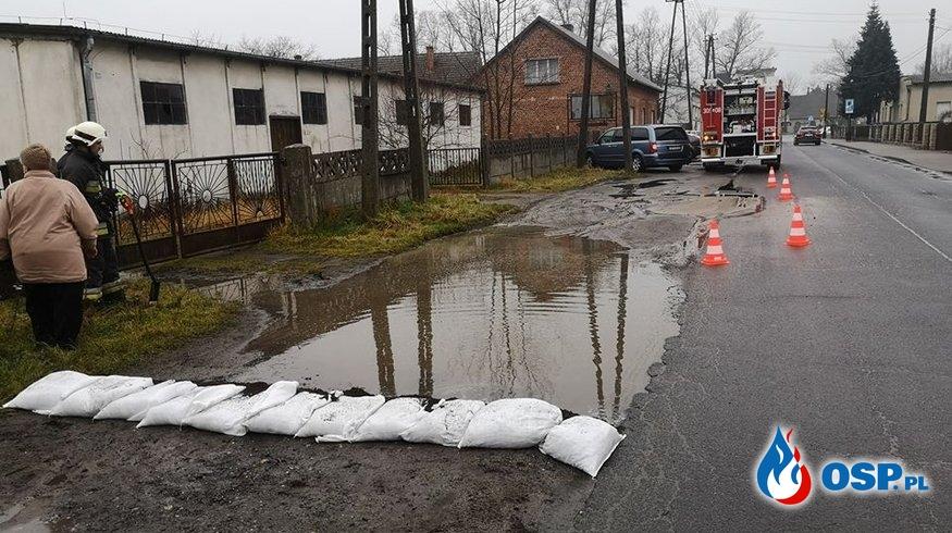 Awaria ciśnieniowej rury kanalizacyjnej OSP Ochotnicza Straż Pożarna