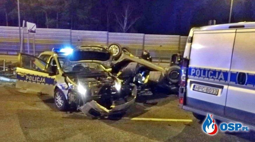 Dwa uszkodzone radiowozy, auto przestępców dachowało. Policyjny pościg na A1. OSP Ochotnicza Straż Pożarna