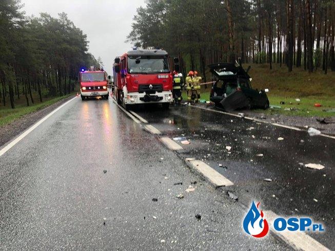 Wjechał oplem wprost pod ciężarówkę, zginął na miejscu OSP Ochotnicza Straż Pożarna