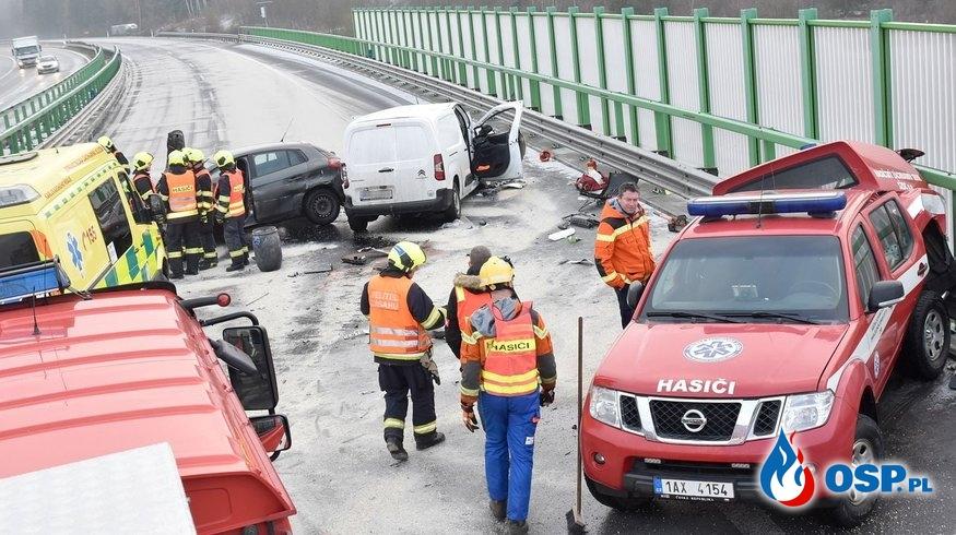 Rozpędzony samochód staranował wóz czeskich strażaków! OSP Ochotnicza Straż Pożarna