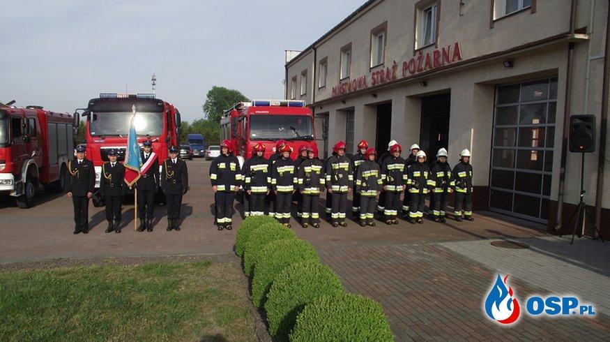 Uroczysty apel z okazji Dnia Flagi Państwowej Rzeczpospolitej Polskiej. OSP Ochotnicza Straż Pożarna