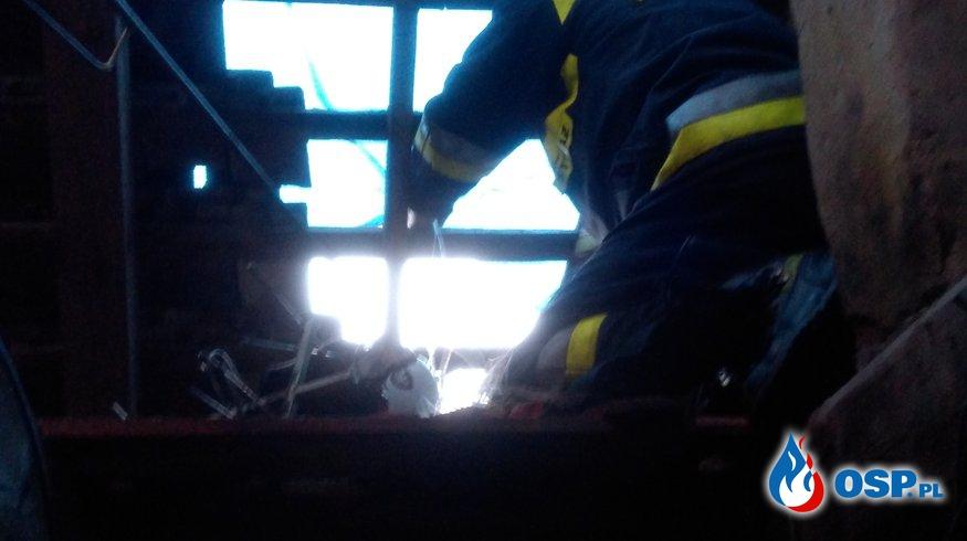 Piorun uderzył w dach domu. OSP Ochotnicza Straż Pożarna