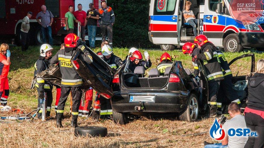 """Cztery osoby ranne w wypadku. """"Kierowca próbował ominąć lisa"""". OSP Ochotnicza Straż Pożarna"""
